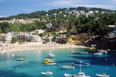 Ibiza atrae a miles de turista por año, especialmente durante el verano boreal