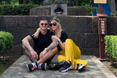 Mauro Icardi junto a Wanda Nara, esposa y representante del goleador que ya tuvo reuniones con otros equipos italianos.