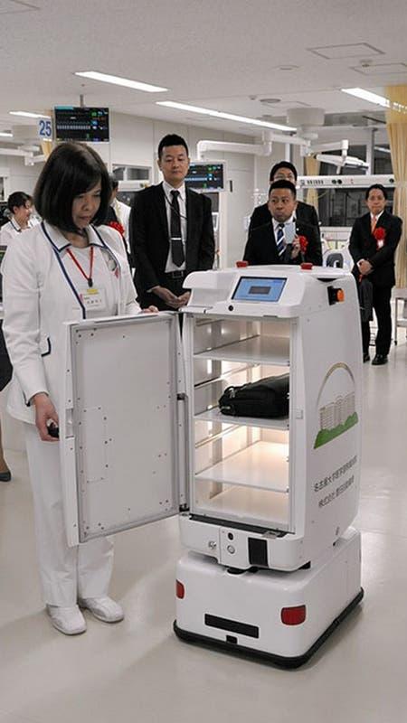 Uno de los cuatro robots que asistirán a enfermeros y médicos del Hospital Universitario de Nagoya