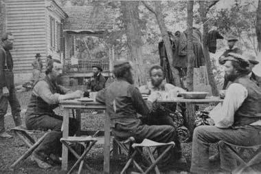 Pinkerton en segundo plano, durante un descanso