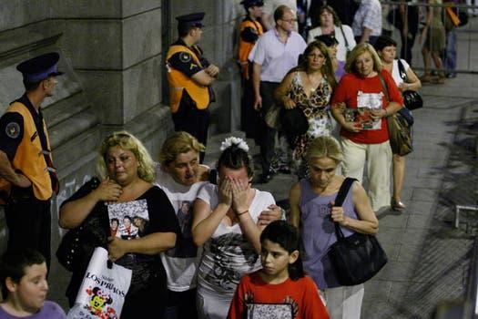 Cientos de fans despiden al cantante en la capilla ardiente del Congreso. Foto: LA NACION / Rodrigo Néspolo