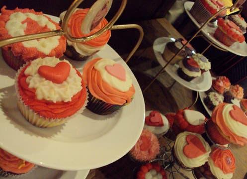 Llamativas cupcakes con corazones, en diferentes colores y sabores. Quiero mi cupcake (www.quieromicupcake.com.ar)  ofrece varias promociones de $25, $40 y $50 (pedir con anticipación). Foto: lanacion.com