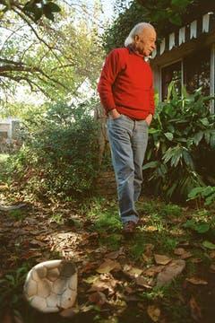 En el jardín de su vieja casa de Santos Lugares. Foto: Archivo