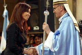 Cristina viaja acompañada a la asunción de Bergoglio
