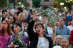 En Buenos Aires, los feligreses convirtieron ayer las calles de la Ciudad en una fiesta en honor del papa Francisco