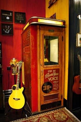 La máquina de grabar vinilos en el acto, en la disquería de Jack White, en Nashville, Estados Unidos