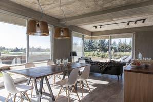 Un arquitecto nos muestra su casa de cara al río