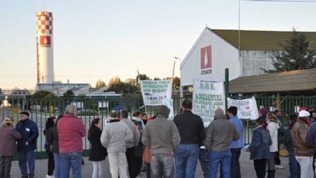 No hubo acuerdo por los despidos en Atanor y sigue el conflicto