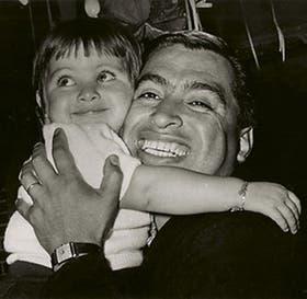 El armoniquista junto a su hija Mavi