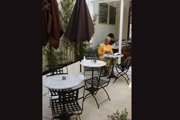 En Palermo Soho, espacio para disfrutar de licuados y jugos súper naturales. Foto: Gentileza B-blue