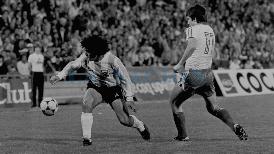 5-5-1982: otro amistoso contra Bulgaria: 2 a 1 en el Monumental.. Foto: LA NACION
