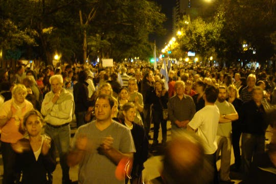 La protesta también llegó a las puertas de la Quinta de Olivos. Foto: LA NACION / Valeria Vera