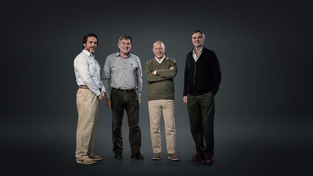 Julio Ranceze, gerente de producción de Cazenave & Asociados, Jorge Scoppa, contratista, José Macera, agricultor de Salta, y Santiago del Solar, productor de la pampa húmeda