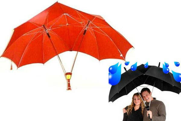 Un paraguas doble, para los románticos que no se quieren separar bajo la lluvia. Foto: comprascompulsivas.com