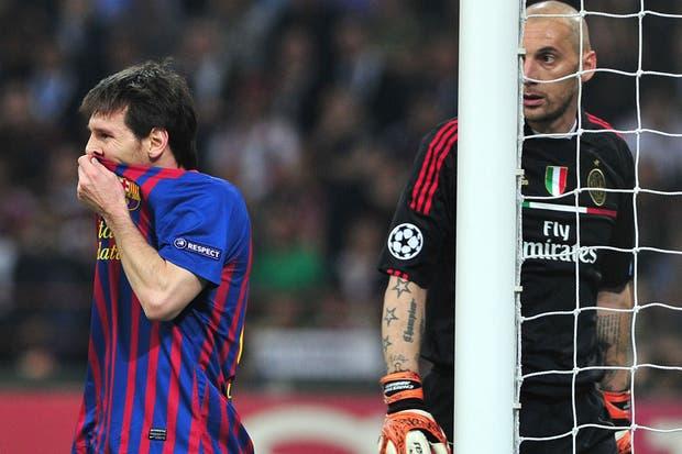 Leo, con Abbiati, el arquero de Milan de muy buen primer tiempo