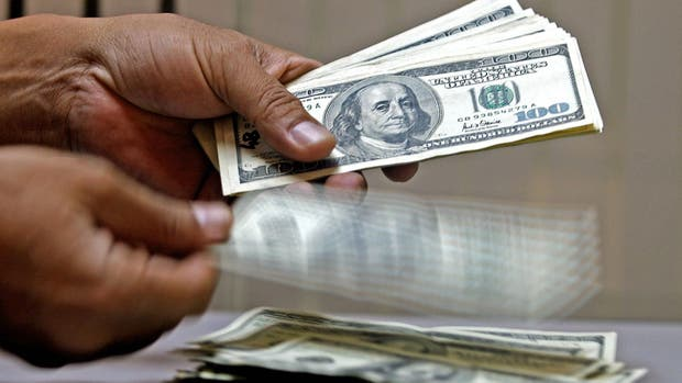 El dólar baja otra vez