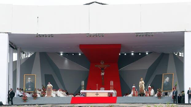 El Papa Francisco en Villavicencio reunido con victimas y victimarios del conflicto armado y encabezando una gran oración por la paz. Foto: Reuters / Stefano Rellandini