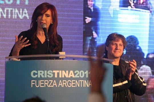 En el búnker oficialista festejaron que la Presidenta logró un primer lugar holgado. Foto: LA NACION / Guadalupe Aizaga