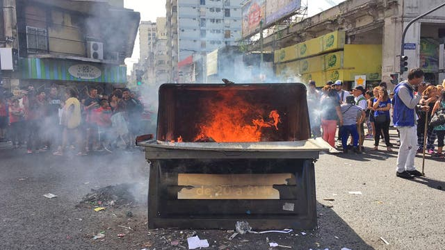 Desalojaron a dos mil manteros, hay protestas en la zona de Once. Foto: LA NACION / Soledad Aznarez