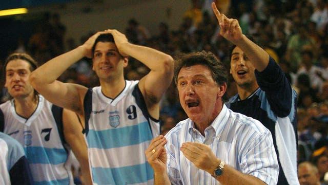 La celebración del equipo argentino ante Serbia en la recordada Palomita de Ginóbili