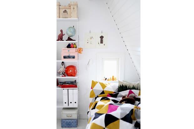 Un acolchado con motivos geométricos para darle mucha personalidad a tu lugar de descanso. Foto: mokkasin.blogspot.com.ar.