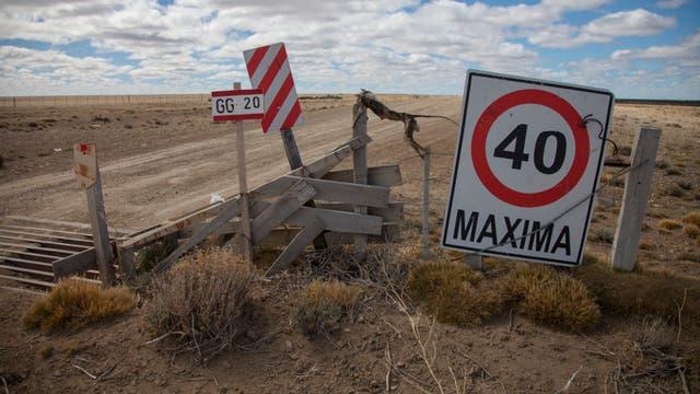 En el kilómetro 56 aparece el primero y casi único cartel de reducción de velocidad