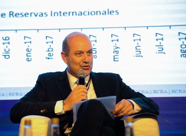 """""""La desinflación apalanca el crecimiento"""", insistió Sturzenegger"""