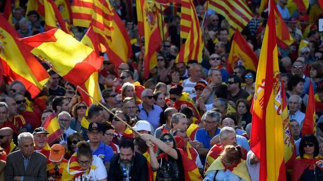 Miles de catalanes marchan en Barcelona a favor de la unidad con España