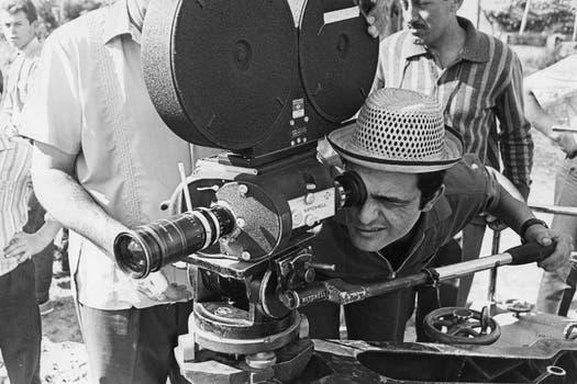 Favio, en el rodaje del film El dependiente, en el que trabajó Graciela Borges. Foto: Archivo