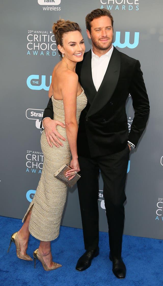 El actor de Llámame por tu nombre, posó junto a su mujer, Elizabeth Chambers; los dos, muy elegantes