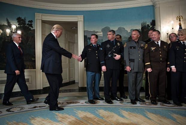 Trump, ayer, en un acto con líderes de las fuerzas de seguridad en la Casa Blanca