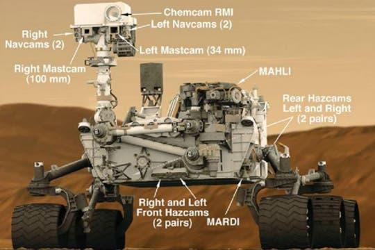 El robot Curiosity y las 17 cámaras que lleva para su misión. Foto: NASA