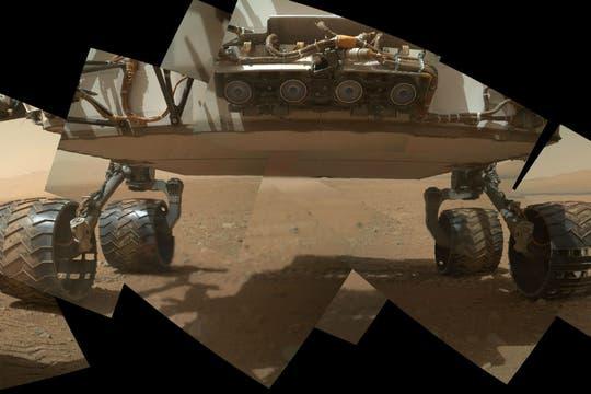 Una combinación de fotografías muestra cuatro de las seis ruedas que posee el rover. Foto: NASA