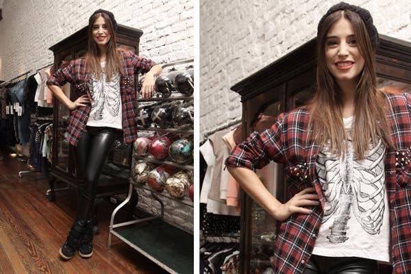 Camisa a cuadros con tachas, remera con estampa de esqueleto, gorrito y calzas engomadas para Agustina Córdova. ¿Te gusta cómo lo queda o es too much?. Foto: Mass PR