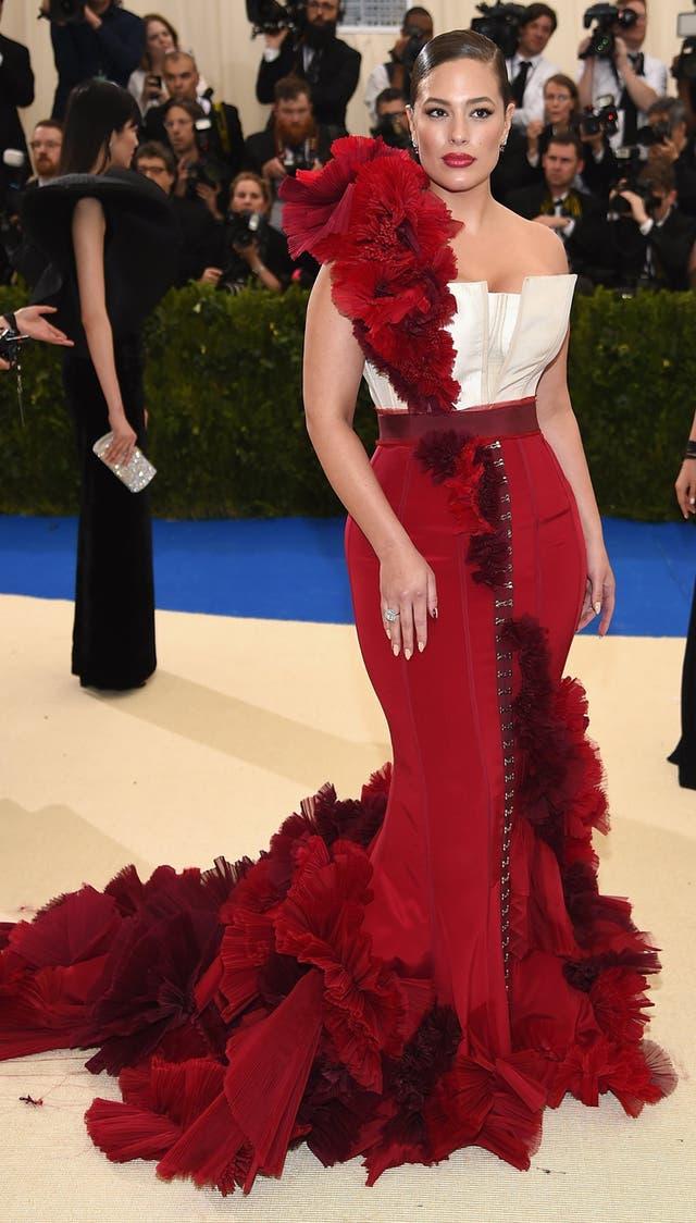 Ashley Graham en la gala del Met vestida por H&M