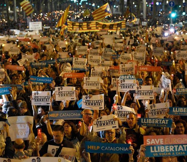 Multitudinaria marcha, ayer, en las calles de Barcelona
