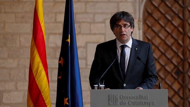 Cataluña descarta unas elecciones y cede el futuro de la región al Parlamento