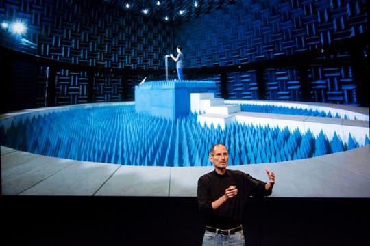 Presentación de la sala de pruebas de Apple para verificar la recepción del iPhone. Foto: AFP