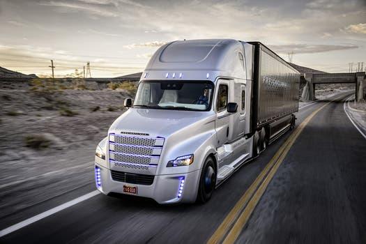 El Freightliner Inspiration es el primer camión autónomo en recibir una licencia para recorrer las rutas y autopistas del estado de Nevada. Foto: Gentileza Daimler