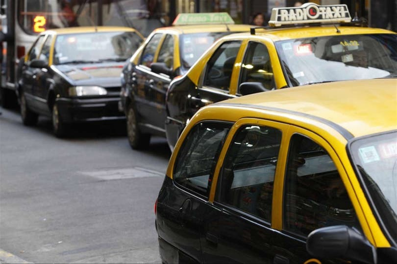 Los taxis porteños aumentan un 18