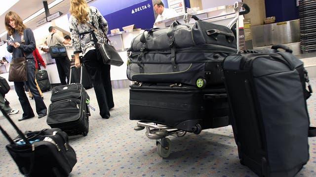 El viajero cargado pero organizado superará con mayor rapidez las largas filas en los aeropuertos