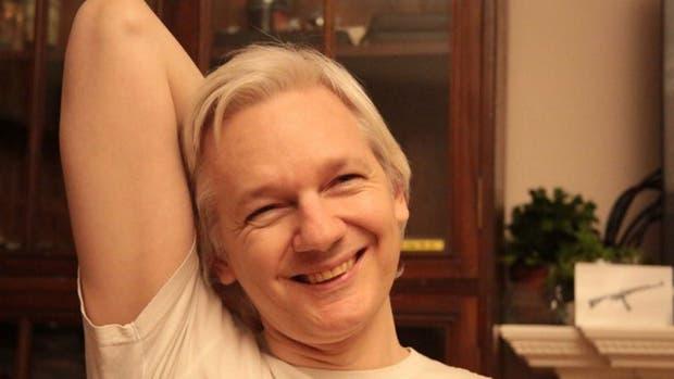 Assange compartió hoy esta foto tras conocer la decisión de justicia sueca
