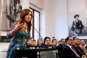 La Presidenta, al formular ayer el anuncio en la Casa Rosada