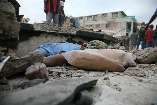 El terremoto dejó miles de víctimas fatales.. Foto: EFE