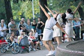 El grupo Pleimóvil presentó Ombúpolis, una alegoria entre deportiva y telúrica