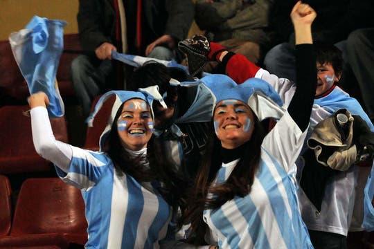 En Santa Fe, las chicas se produjeron para ver a la selección. Foto: Télam