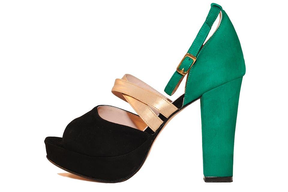 Sandalia con plataforma (María Josefa Shoes, $465).