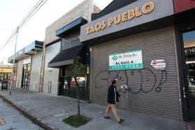 Desolación en la calle Loyola, entre Gurruchaga y Serrano; persianas bajas y ventas por el piso