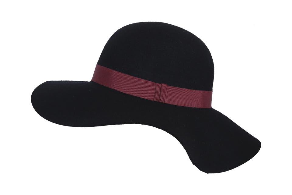 Capelina (Cía. de Sombreros, $435).