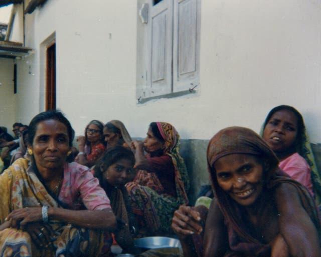 Mujeres en situación de calle que iban a buscar comida a la escuela Ghandi